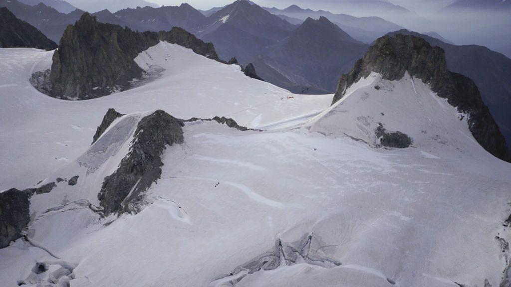 Cuatro montañeros muertos tras quedar atrapados en los Alpes suizos