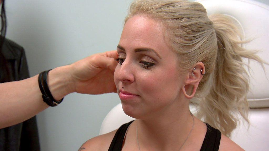 ¿Qué pasa cuando te cansas de plocks o dilataciones en la orejas? 'Chapuzas estéticas' tiene la respuesta