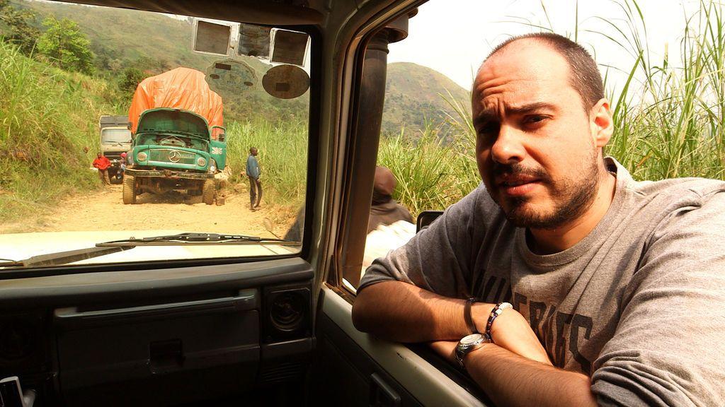 Antonio Pampliega, durante su primer reportaje especial dedicado a las mafias vinculadas a la extracción del coltán en África.