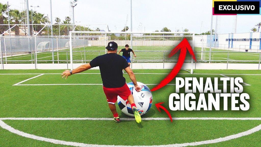 Doctore Pollo y la crazy crew se vienen arriba:  penaltis con balón gigante