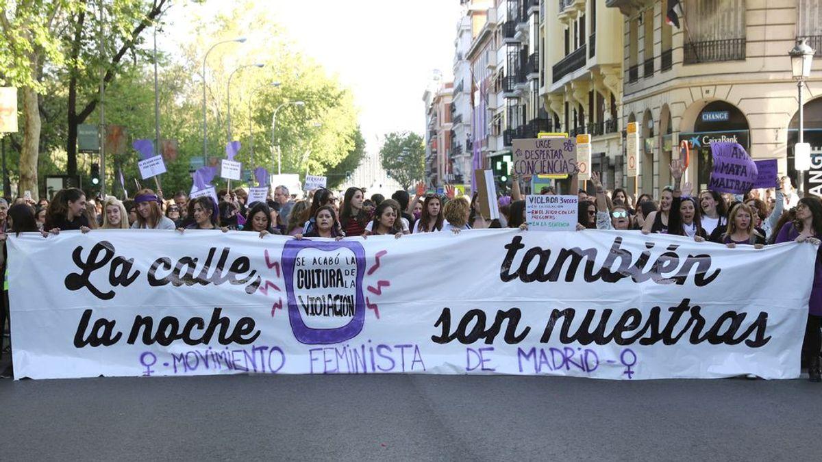 """Miles de mujeres se manifiestan en Madrid clamando justicia: """"Tranquila, hermana, aquí está tu manada"""""""
