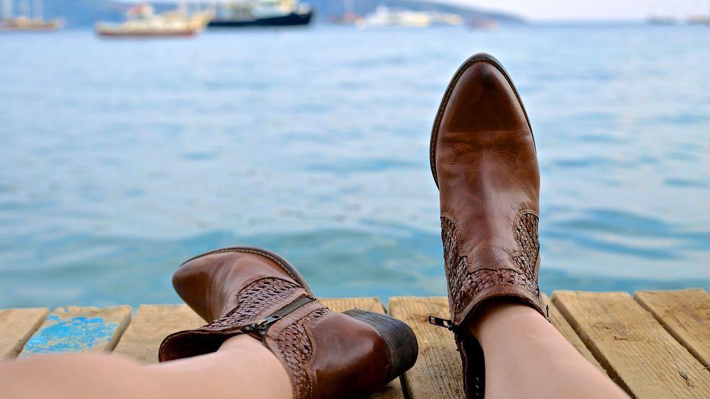 Con un par de botas