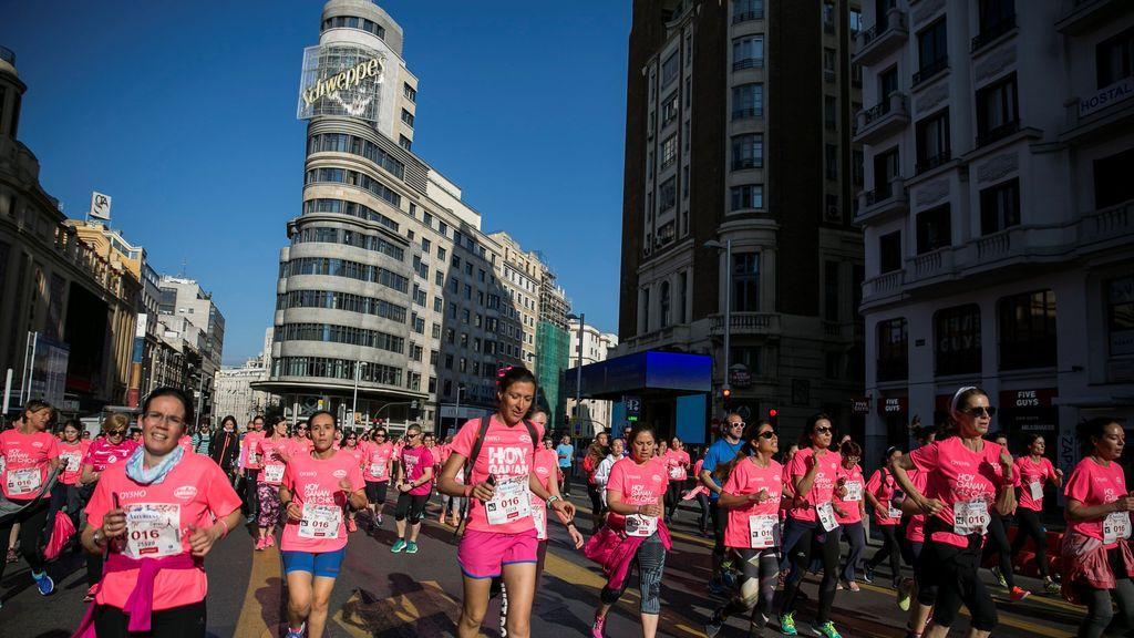 Madrid se llena de rosa en la Carrera de la Mujer con récord de participantes