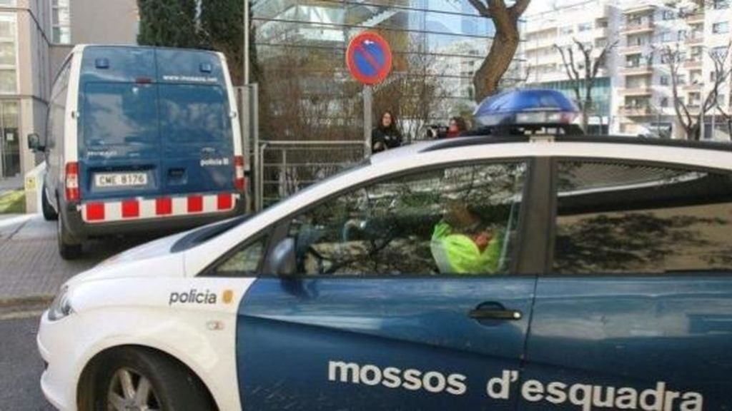 Detenido por lanzar a su mujer desde un segundo piso en Barcelona