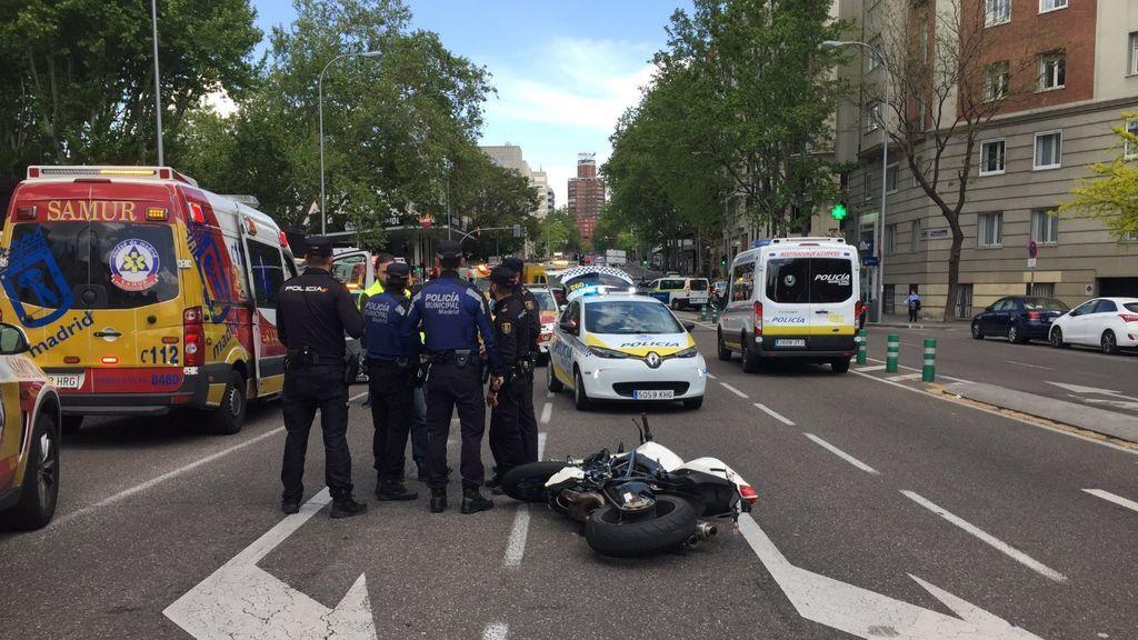 Mueren dos jóvenes en Madrid al ser alcanzada su moto por un coche que esquivaba a otro