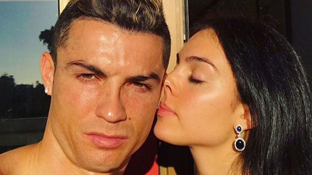 Sol, piscina y selfie con Georgina: así se recupera Cristiano de su lesión en 'El Clásico'