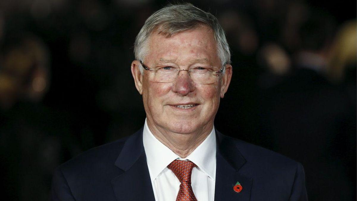 Unos aficionados del City olvidan su rivalidad con el United y desean a Ferguson que se recupere