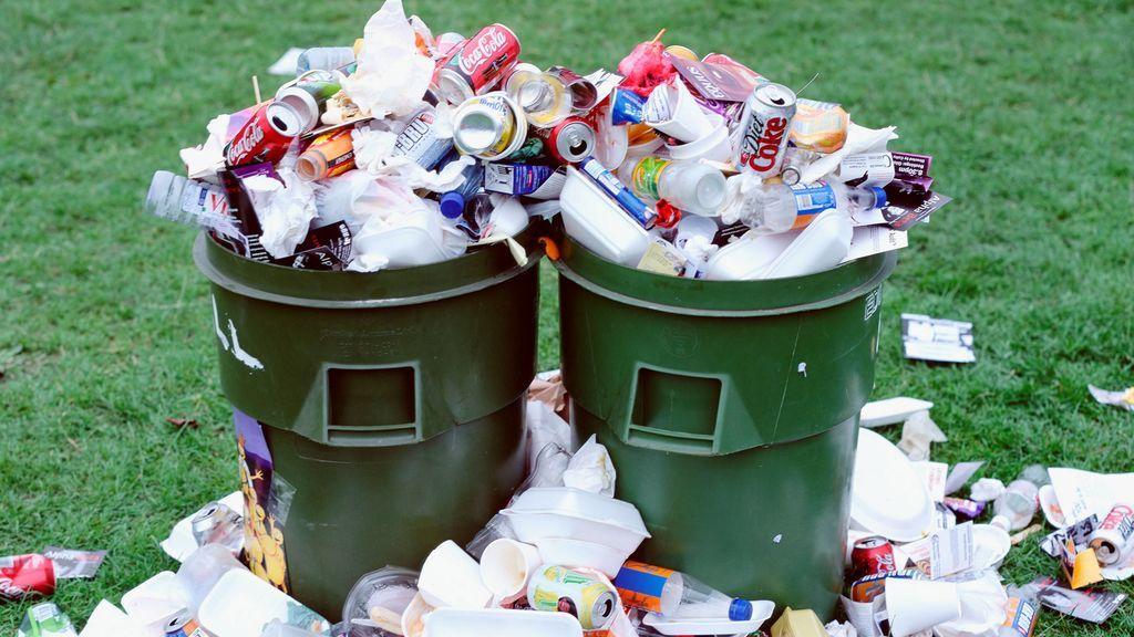 Freegans: gente vegana que come comida de la basura como protesta contra el consumismo