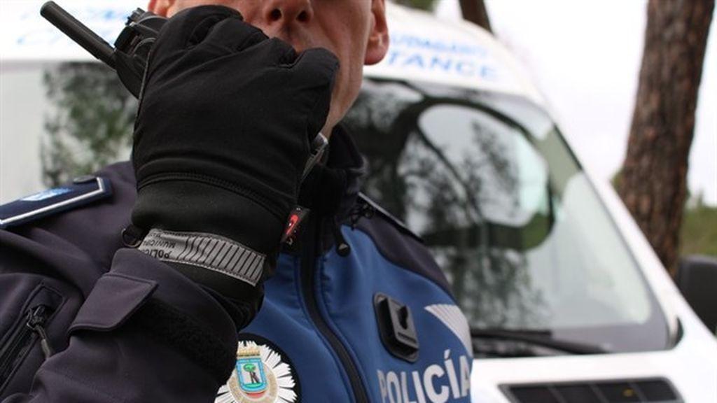 Detenido un joven por golpear y patear a su novia en una calle de Madrid