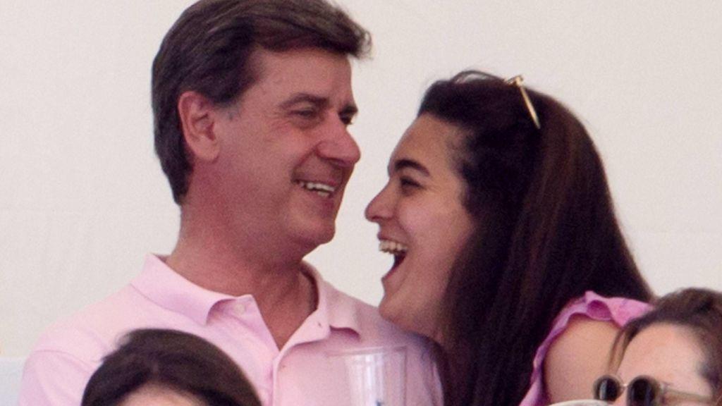 Amor en la hípica: los arrumacos de Cayetano M. de Irujo y su chica en la inauguración de la temporada