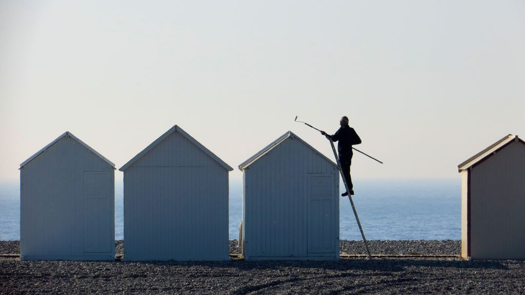 La costa de Francia se prepara para la temporada de playa