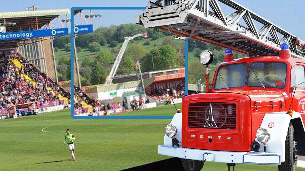 Un aficionado de altura: le prohíben la entrada al campo y alquila un camión de bomberos para ver a su equipo