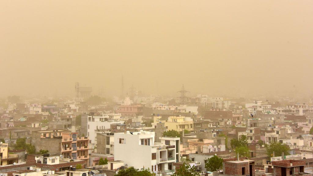India cubierta de  polvo ha vista de pájaro