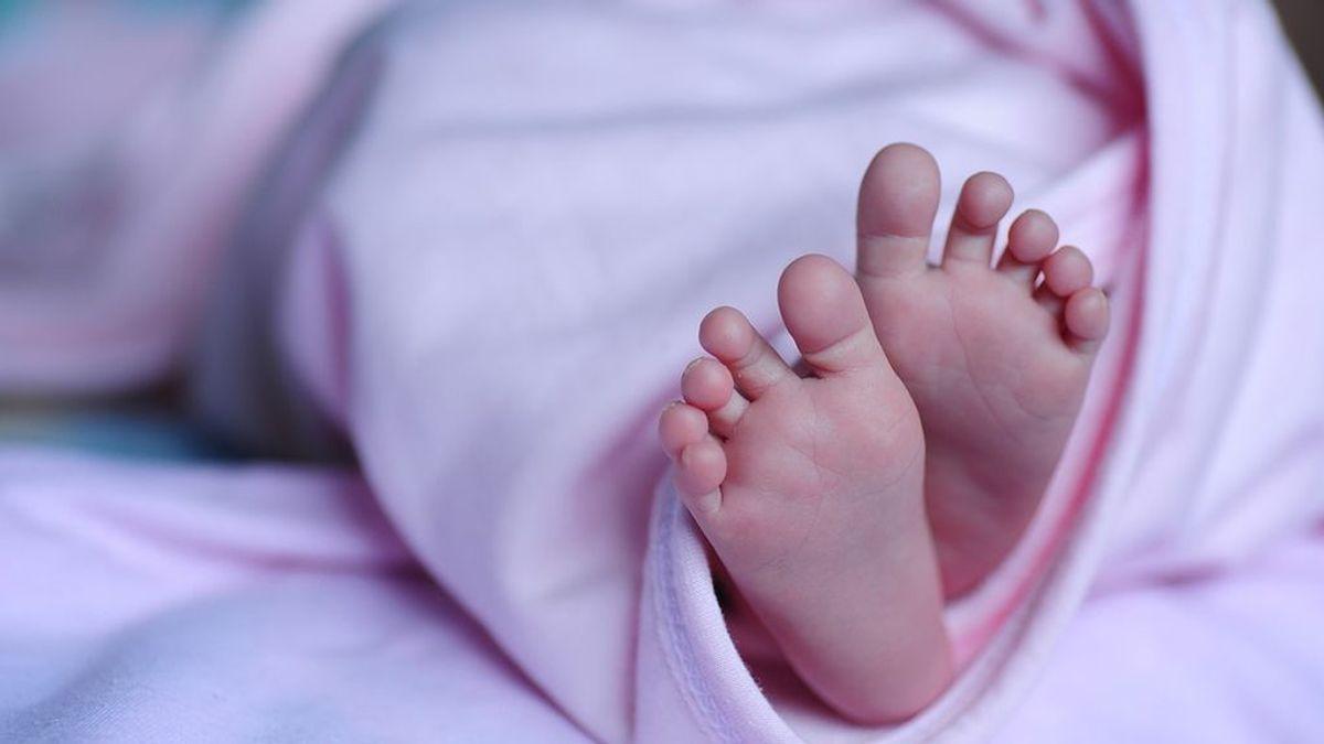 Muere un bebé porque su madre se tropieza y lo deja caer desde un segundo piso