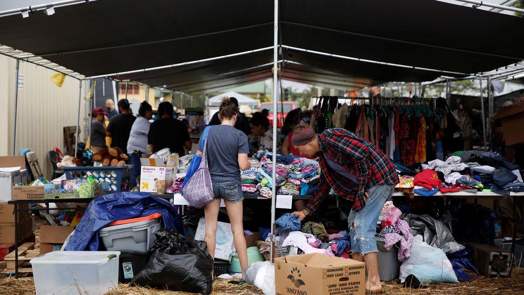 Recogida de suministros tras la erupción del volcán Kilauea