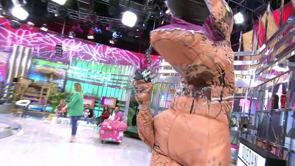 España ha votado y Belén Esteban se vuelve a casa convertida en dinosaurio
