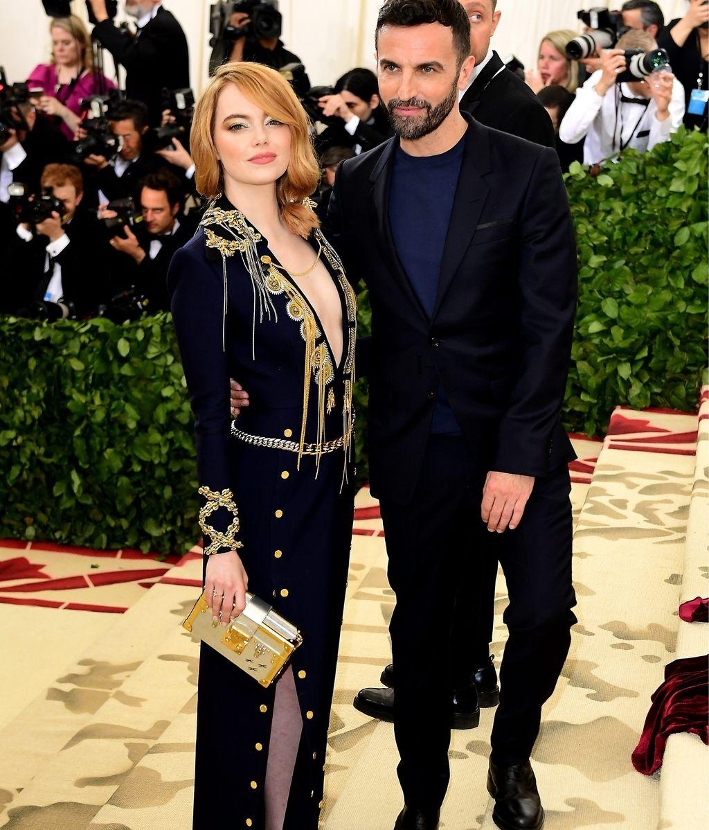 Emma Stone y el diseñador Nicolas Ghesquiere