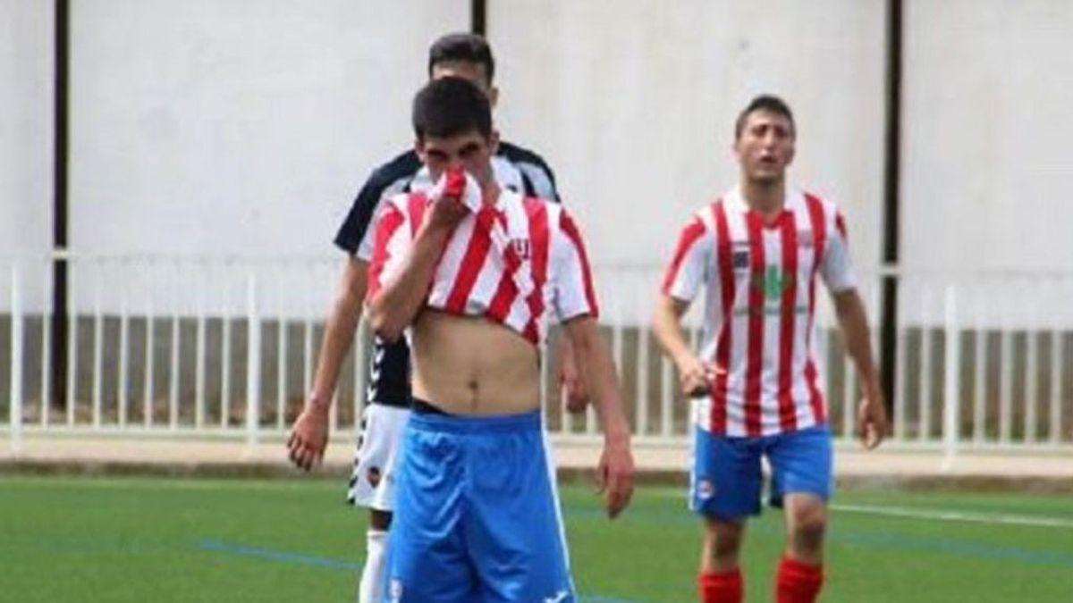Un árbitro para un partido de fútbol en Castellón por un fuerte olor… ¡a porro!