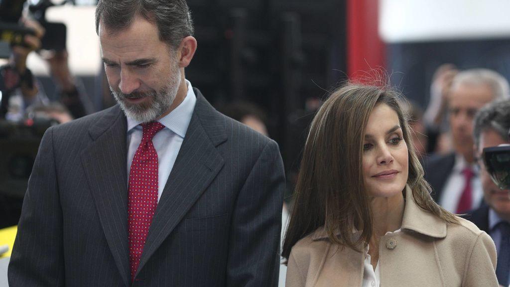 Tú en Madrid y yo en el Caribe: el primer aniversario de bodas de los Reyes separados