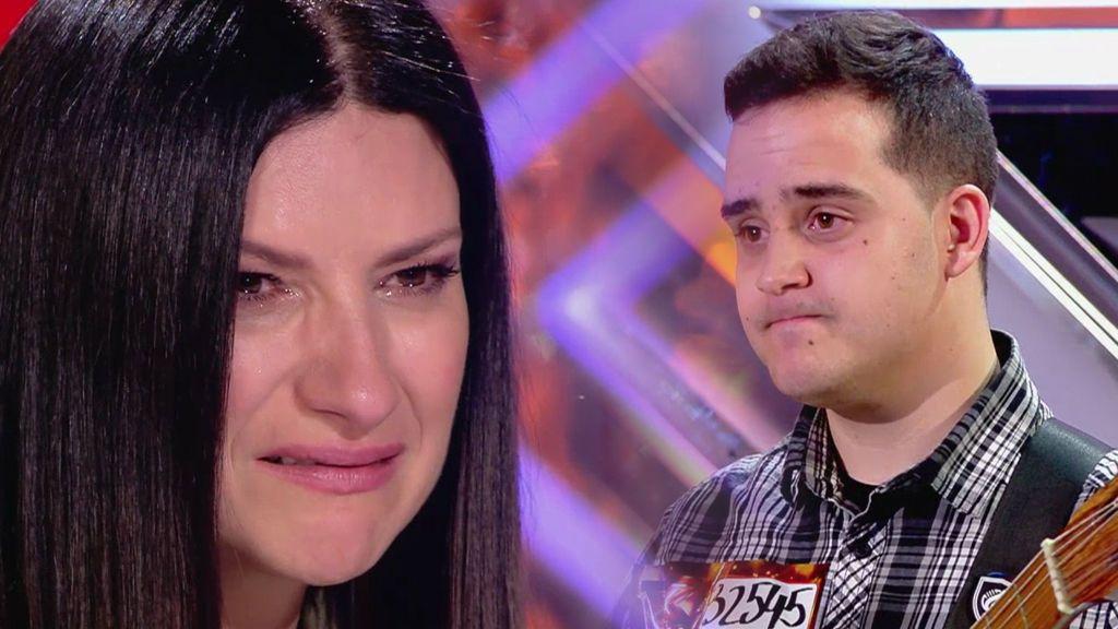 Jorge canta a su madre fallecida y Laura Pausini emocionadísima es incapaz de decirle que no