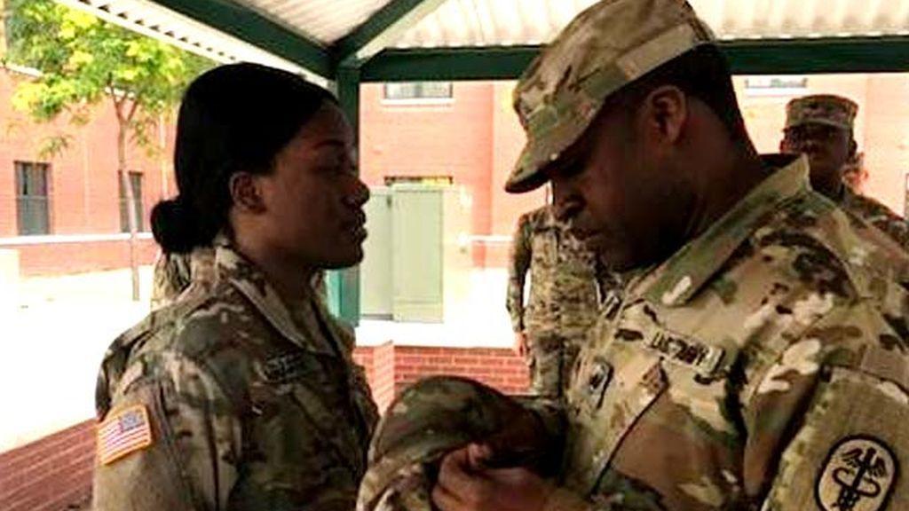 Una soldado pierde la oreja y le 'crece' una nueva en el brazo