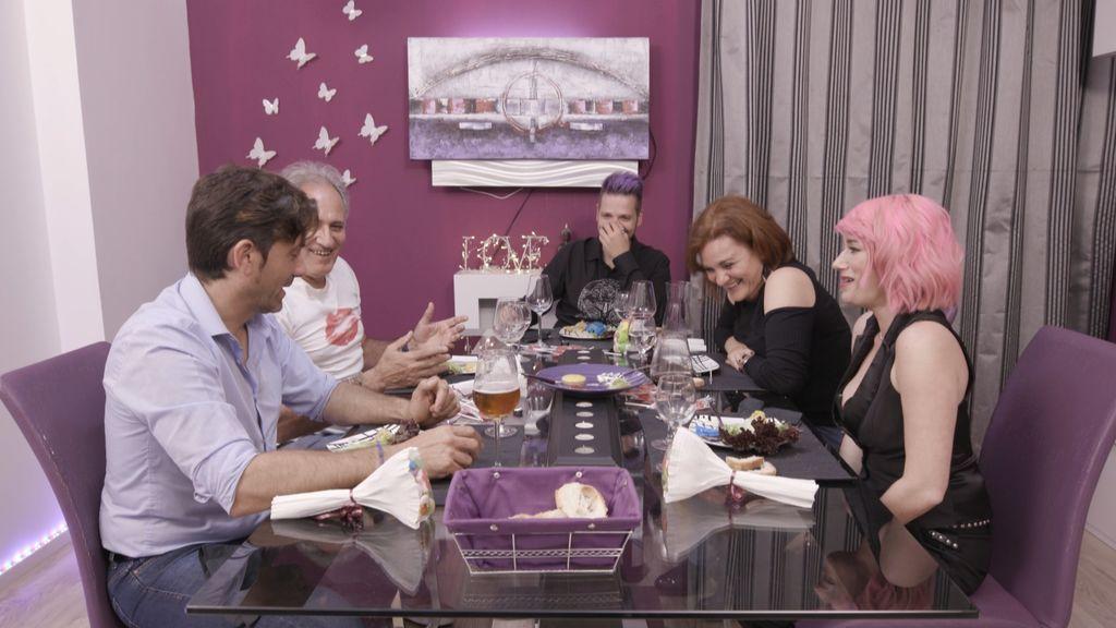 'Ven a cenar conmigo' sienta a la mesa a un torero