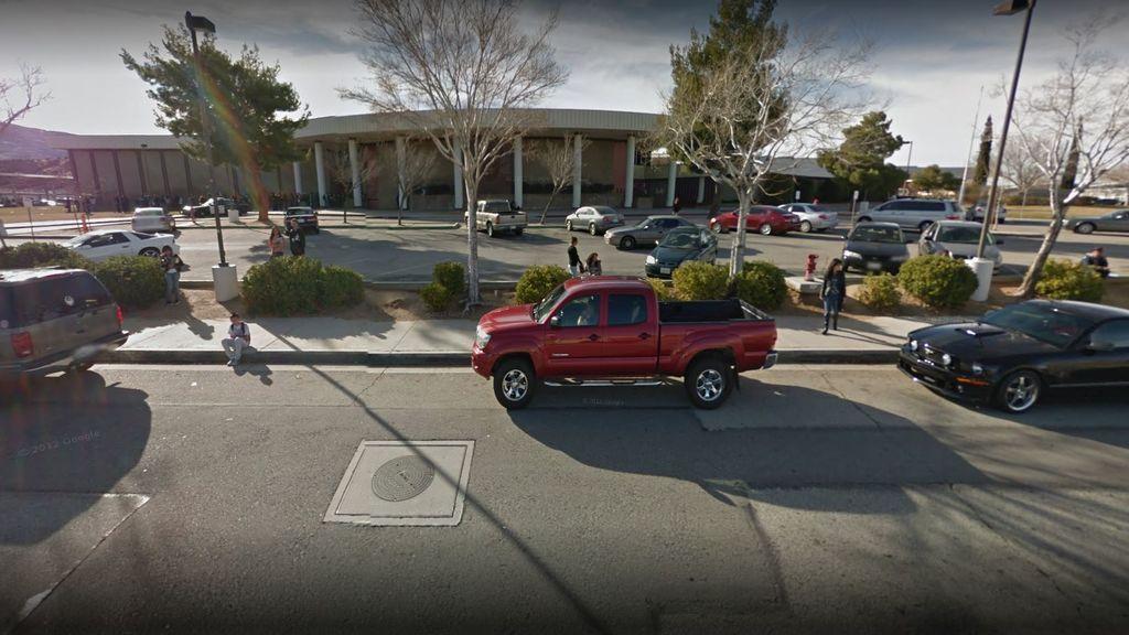 Un detenido y un herido en un posible tiroteo en una escuela de Los Ángeles