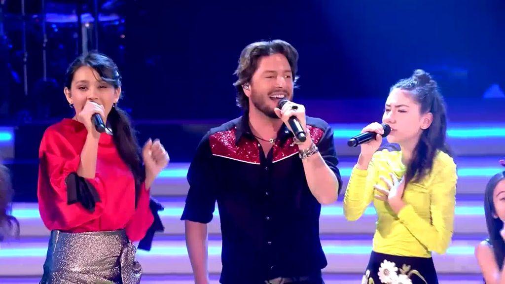 Manuel Carrasco y los nueve finalistas abren el programa decisivo de 'La voz kids 4'
