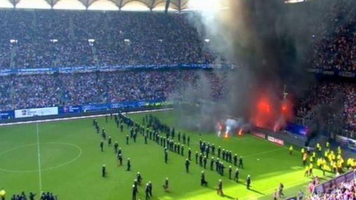 El Hamburgo firma su histórico descenso en Alemania y los ultras la lían en el descuento