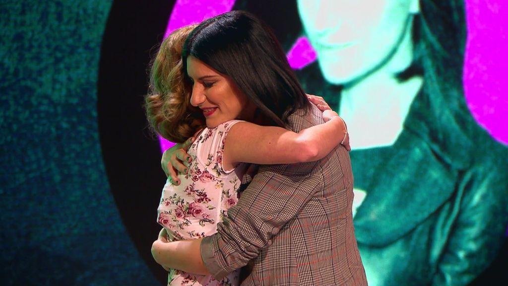 """Una fan emociona a Laura Pausini con su trágico testimonio: """"Tu historia con tu padre es igual que la mía con el mío"""""""