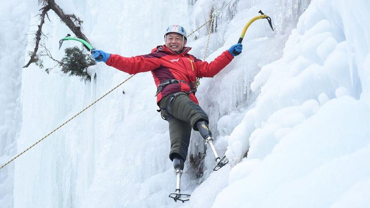 Un hombre de 70 años con amputación de ambas piernas hace historia al coronar el Everest