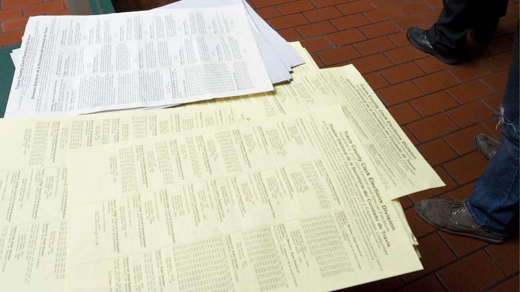 Cortan las mangas a las estudiantes indias para evitar que copien en los exámenes