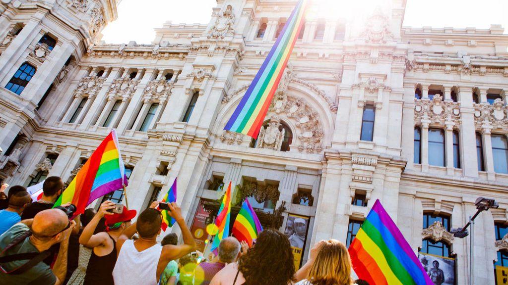 La comunidad LGTB se moviliza tras saber que habrá una Plaza de la Memoria Trans