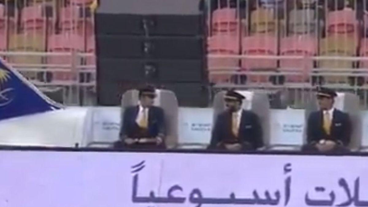 El último lujo del fútbol saudí: un 'avión' con butacas que sigue el balón a pie de campo