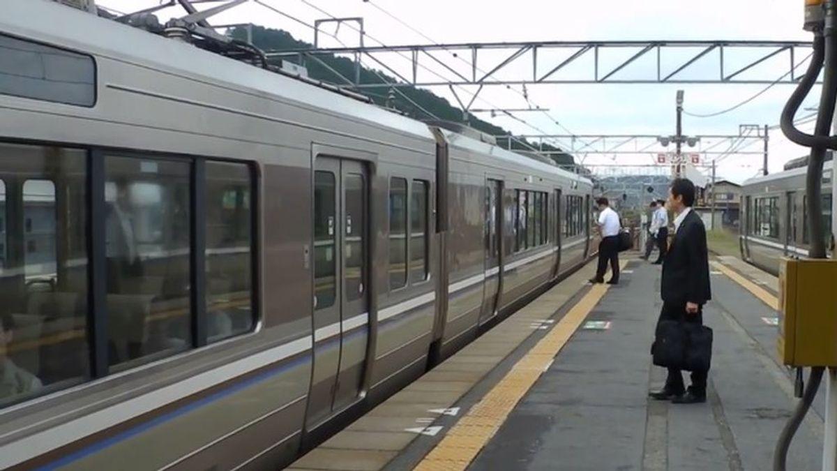 Un empresa de trenes japonesa se disculpa por una salida anticipada de 25 segundos
