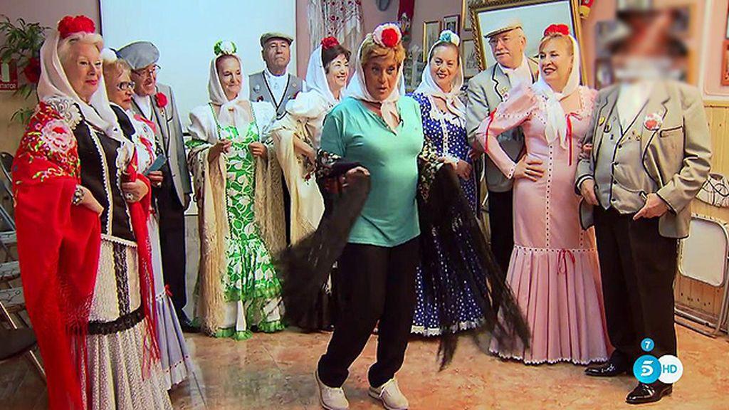 Chelo Gª Cortés aprende a bailar el chotis en su nueva sección: 'Bienvenida Mrs. Chelo'