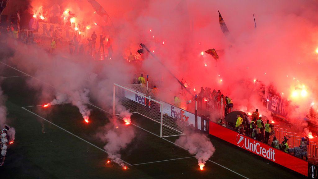 ¡Bochornoso! Los hinchas del Marsella inundan la final de bengalas en la de la Europa League ante el Atlético