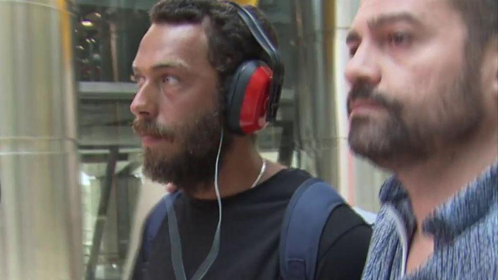 Las imágenes del regreso a España  de Alberto Isla tras ser expulsado 'Supervivientes'