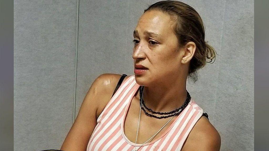 Detienen a una madre por apuñalar 60 veces a su hija de 11 años en Oklahoma