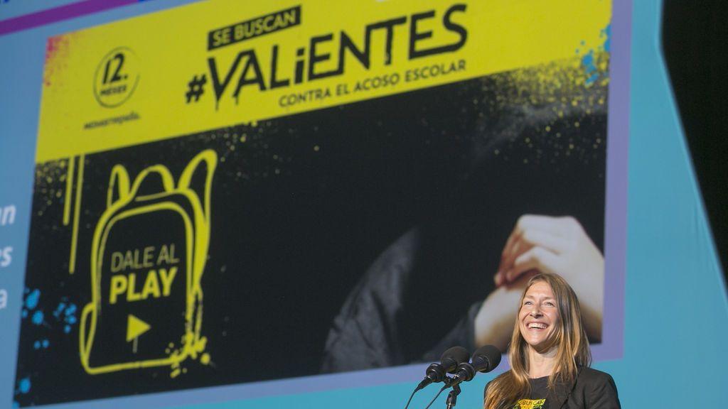 Malena Gómez Fridman, subdirectora de Imagen Corporativa de la División de Comunicación y Relaciones Externas de Mediaset España, recoge el Premio Caracol de Plata en la categoría Mejor Campaña.
