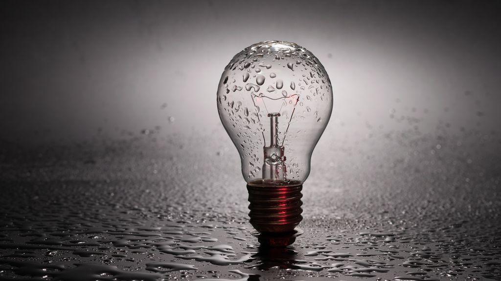 Y llovió y llovió, pero la luz no bajó