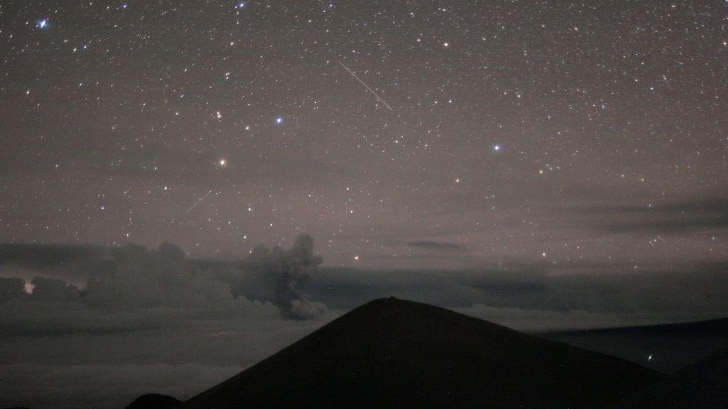 Columna de ceniza en un nuevo estallido del Kilauea