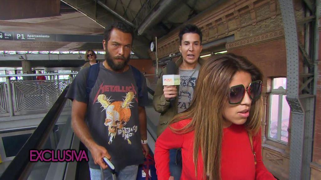Tras pasar la noche separados, Isa Pantoja y Alberto Isla reaparecen juntos en la estación de tren