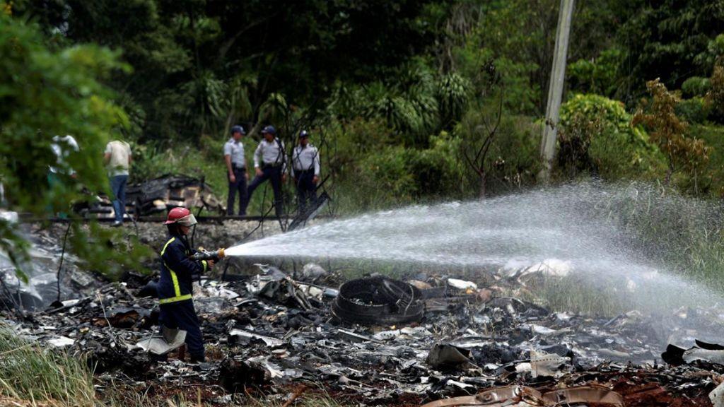 Varias dotaciones de bomberos, policía y profesional sanitario trabaja en la zona
