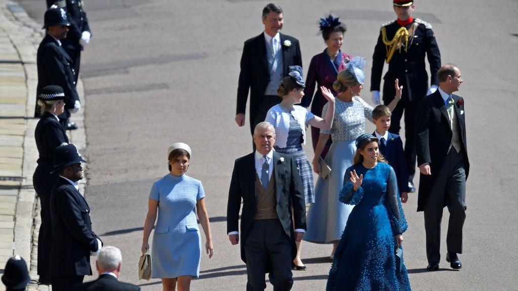 Miembros ela familia real llegando a la capilla de San Jorge en Windsors