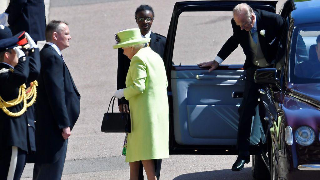 Llegada de la reina Isabel II y su marido a la capilla de San Jorge en Windsor