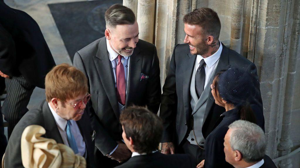 David y Victoria Beckham hablan con Sir Elton John y David Furnish