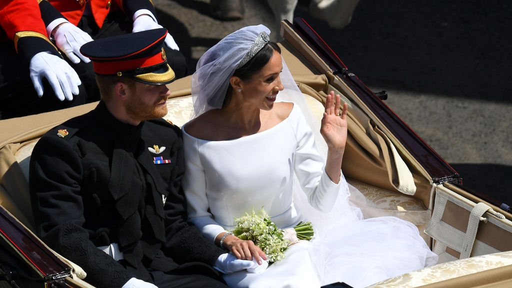 El Príncipe Harry y Megha Markle recorren Windsor como marido y mujer