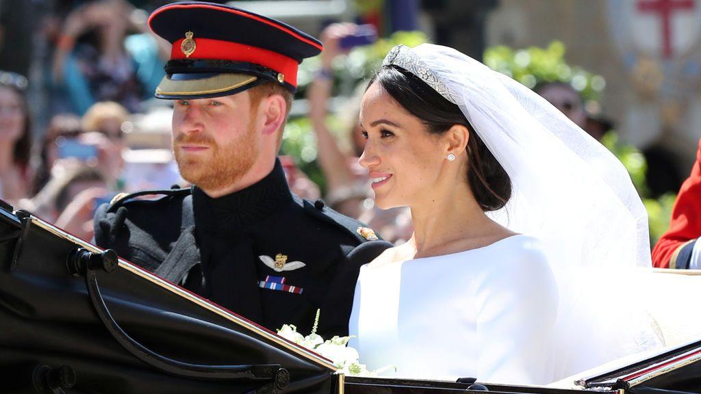 Los duques de Sussex recorren Windsor en carroza tras su boda