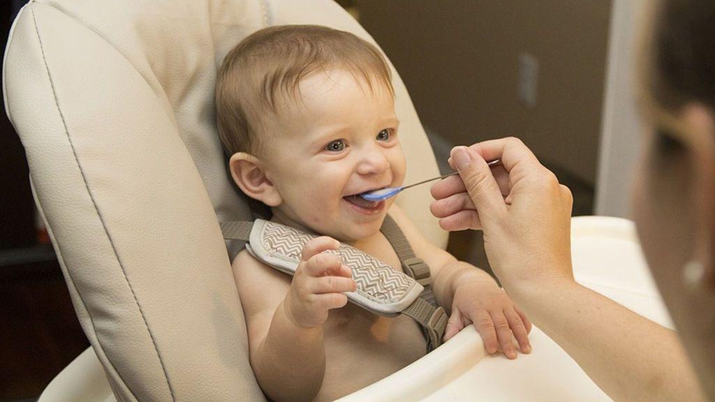 Diez errores que no debes cometer con la alimentación de tu bebé